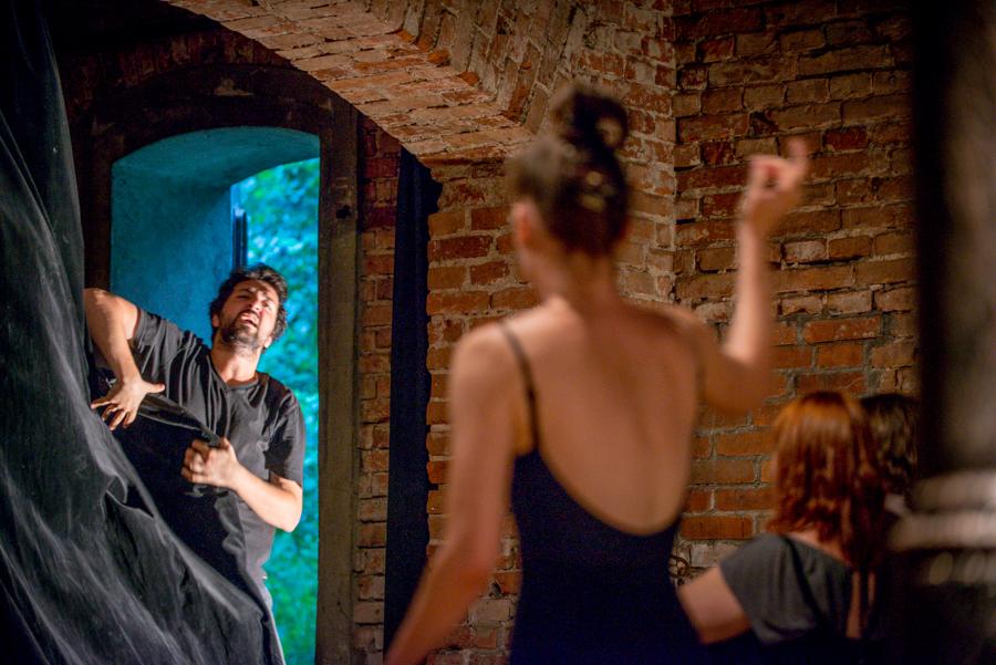 ATIS 2015 STARS, Tolgay Pekin (Turkey) and Simona Pop (Romania) in an action-speech improvisation led by Grzegorz Ziółkowski, photo Maciej Zakrzewski